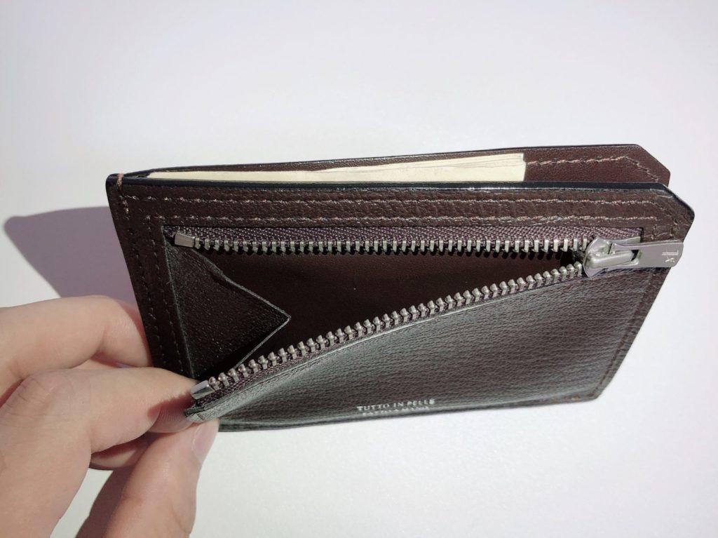 ラルコバレーノ の財布の小銭入れを開いた状態