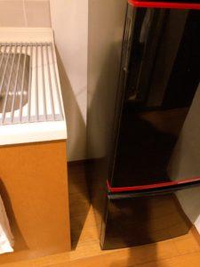 冷蔵庫の間の隙間