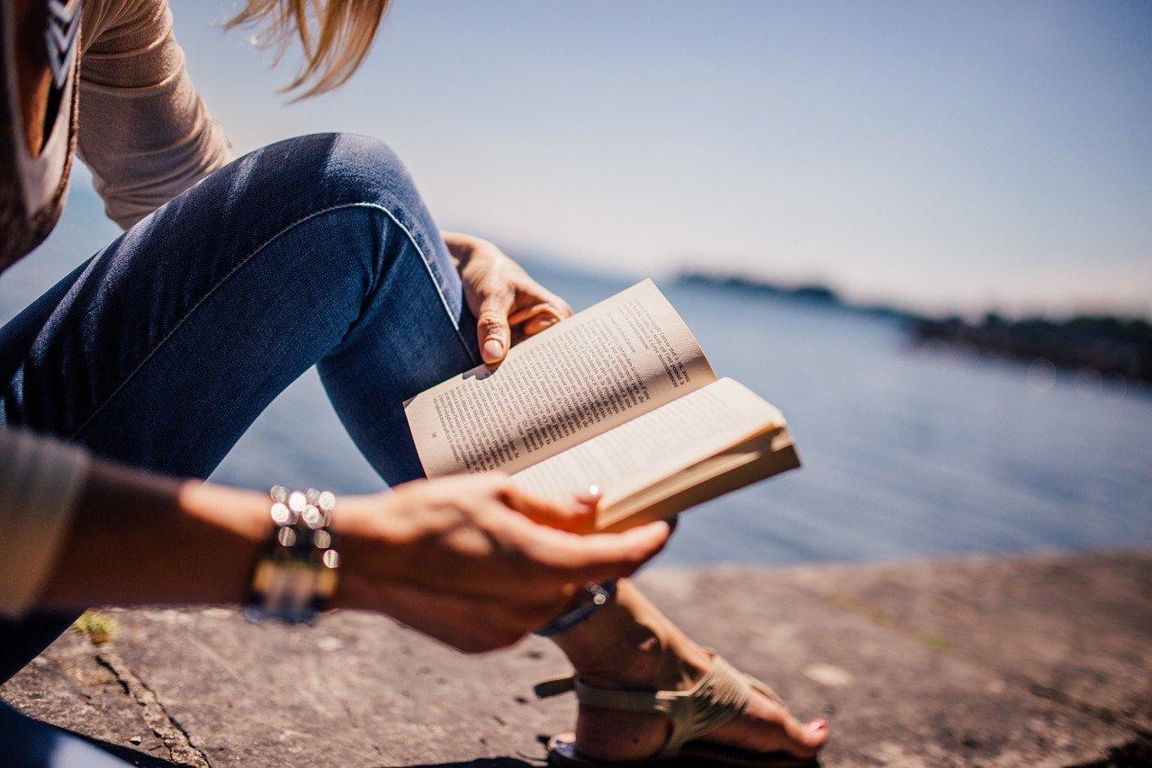 女性が読書