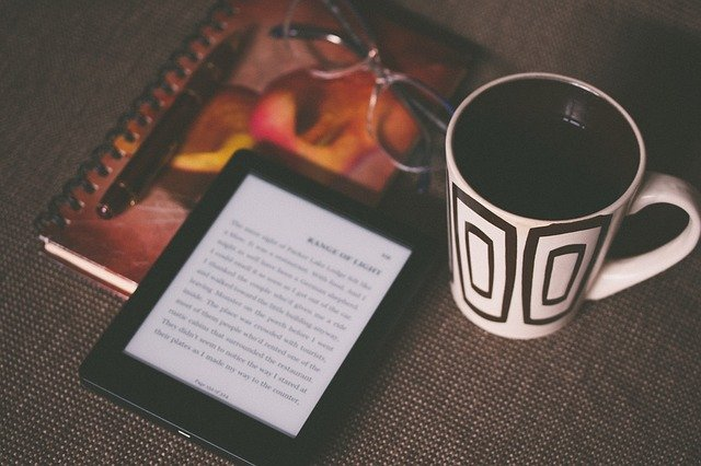 Kindleとコップ